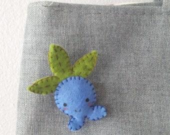 Oddish handmade felt brooch (Pokemon)