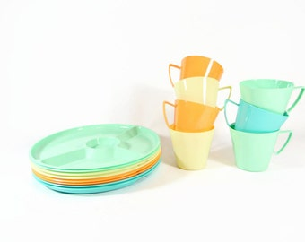 Mid Century Picnic Set Dinnerware Plastic Dishes Plates Cups Mug Set Colorful Pastel Camping Dishes Divided Plate Retro 1950s REGALINE