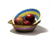 Colorful Retro Bun Bread Baskets Woven Plastic Picnic Party Fruit Snack Bowls Nesting Mid Century Kitchen Dining Serving
