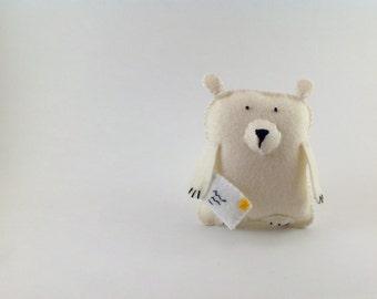Barnaby Bear and the mystery letter! Cute felt handmade original decoration
