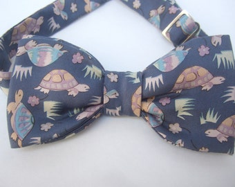 Whimsical Silk Turtle Print Mens Bowtie
