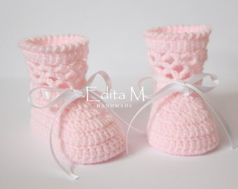 Crochet baby booties, baby boots, knitted baby girl shoes, 0-3, 3-6 months, pink, white, gift for baby, announcement, gift idea, baby shower