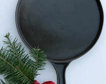 Antique Rare Near MINT 1920s No. 7 Culinary Chefs Cast Iron Fancy Handled Griddle Professionally Cleaned & Seasoned Organically Rare Find