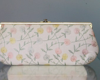 Embroidered Clutch / Vtg 60s / Harry Levine Embroidered White Clutch chain strap / Convertible Clutch / Clovers