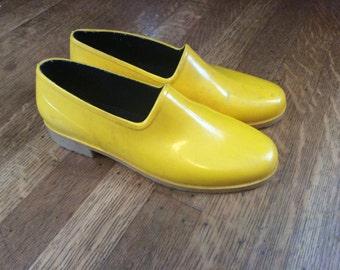 SALE / Vintage Garden Clogs / Vintage Rain Shoes / Yellow Rain Shoes / Made in USA