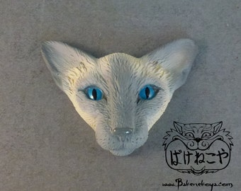 Oriental cat face brooch – Lilac point
