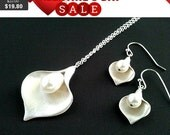 Lovely Calla lily with Pearl Wedding Necklace ,Earring set, Mom, Grandma,Sister, Mother, statement, Bridal Jewelry BridesmaidGift
