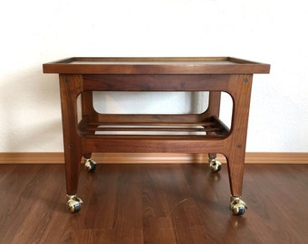 vintage mid century modern tv / bar cart. 60s end table. retro furniture.