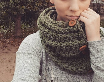 Chunky 4 Button Cowl