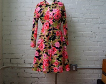 Floral Fit and Flare Dress 1960s Vintage Mod A Line Mini Dress MED Bright Pink Green Black Flower Shirtdress Long Sleeve Double Knit