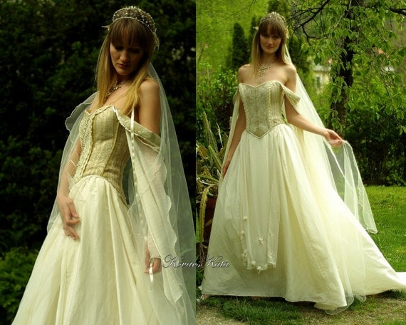 Medieval corset wedding dresses the for Medieval style wedding dress