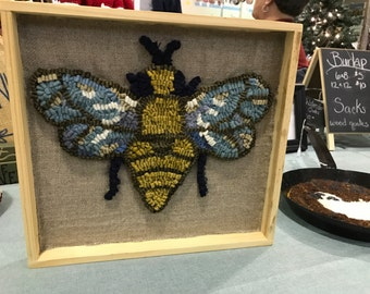 Sweet bee rug hooking plaque
