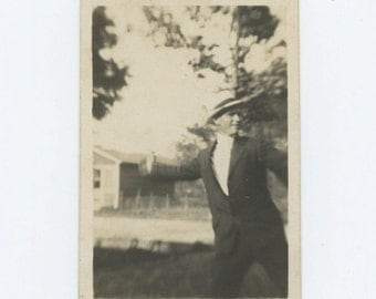 Vintage Snapshot Photo: The Throw, 1930s-40s (69504)