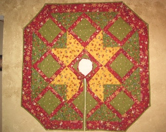 CHRISTMAS Gold, Green and Red  quilted tree skirt