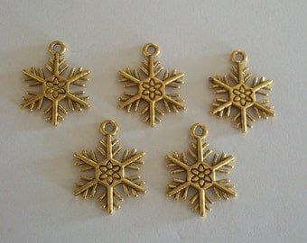 50 Pieces Pretty Antique Gold Christmas Snowflake Charms