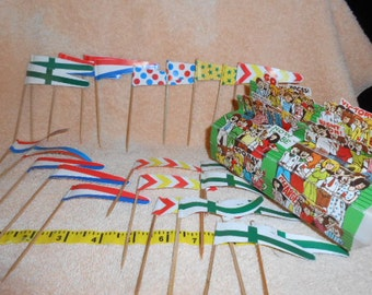 Vintage Flags With Grandstand Cake Toppers