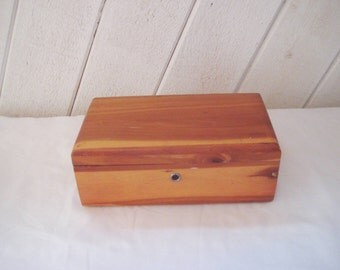 Small Lane cedar chest, cedar box, hinged lid, wood jewelry box, vintage wood box, sales man sample