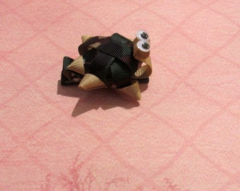 Turtle alligatorclip ribbon sculpture in green and brown camuflage