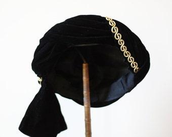 1940s black velvet turban // 1950s turban  // vintage hat