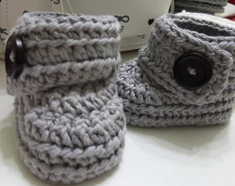Crochet baby booties made from 100% organic cotten