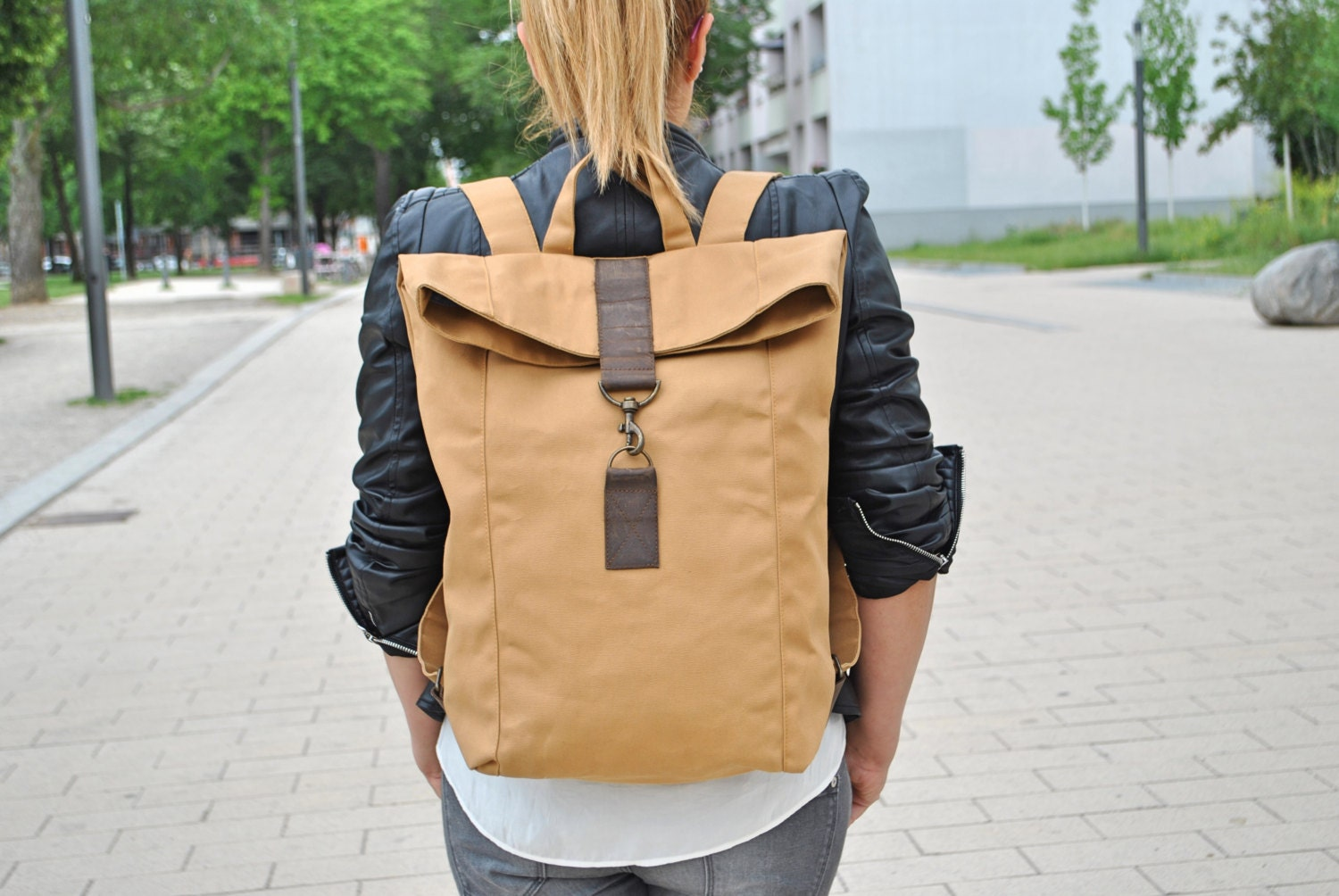 beige canvas rucksack wasserabweisend gro laptop tasche. Black Bedroom Furniture Sets. Home Design Ideas