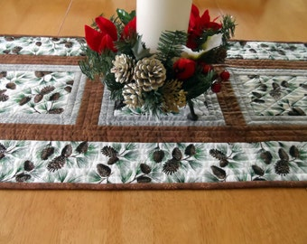 Modern holiday table runner, Christmas table runner, pine branches, pinecones, winter scene table runner, white, green, quiltsy handmade