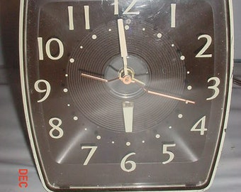 Unusual MIDCENTURY CLOCK & DESIGN: Projects Time Overhead Thru Lense! Also Regular Alarm Clock!