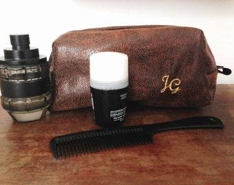 Men's brown faux leather vegan toiletry bag travel.Brown vintage.Interior black waterproofed.Personnalizeable