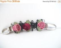 SHOP4FUN Vintage Pink Burgandy Rose Garter Clip