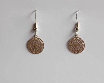 Small ornament earrings in light brown