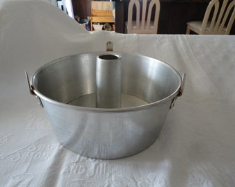 Mirro Round Aluminum Bundt Angel Food Cake Pan 2 Piece USA Made Vintage Bakeware