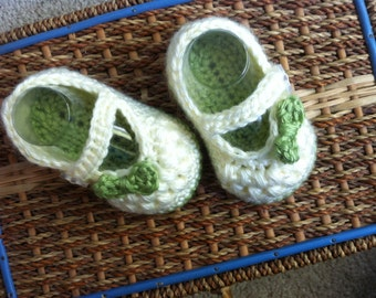 Green and Cream Baby Mary Jane Shoes // Super Soft Crocheted Baby Shoes // Handmade Baby Booties // Baby Shower Gift // Photo Prop