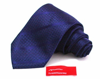 Silk Tie in Solid Navy Woven Tonal Stripes