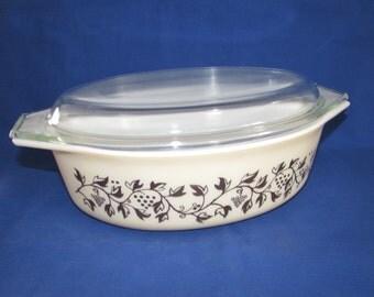 Pyrex GOLDEN CASSEROLE 045 2.5 Quart with Lid Casserole Dish