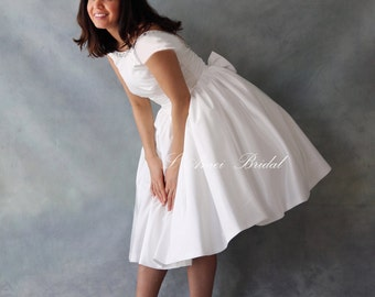 Retro Design 50s Knee Length Wedding Dress with Tulle Petticoat Low Back and  Cap Sleeves