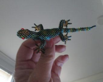 Lizard gecko hand beaded handmade rana green pin brooch fair trade artisan
