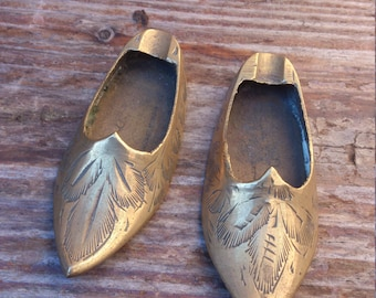 Vintage brass slippers, ashtrays