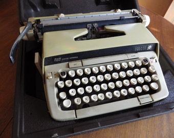 Vintage Smith Corona Manual Portable Typewriter Galaxie Twelve XII