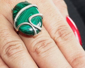 Artistic Gemstone Ring with an oval shaped Malachite Sterling Silver 925 size 9 (GR71)