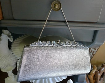 Silver metallic clutch with ruffled top and finial snap closure [MV]