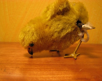 Vintage Plush Wind Up  Mechanical Pecking Chick With  Key