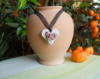 Necklace with ceramic pendant