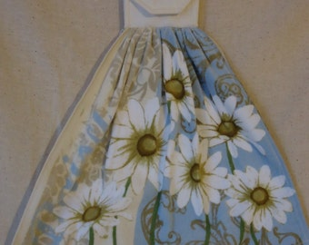 Daisy Kitchen Towel, Decorative Towel, Oven Door Decor, Flower, Wild Daisy, White Flower, Wild Flower, Flower Decor, Flower Kitchen,