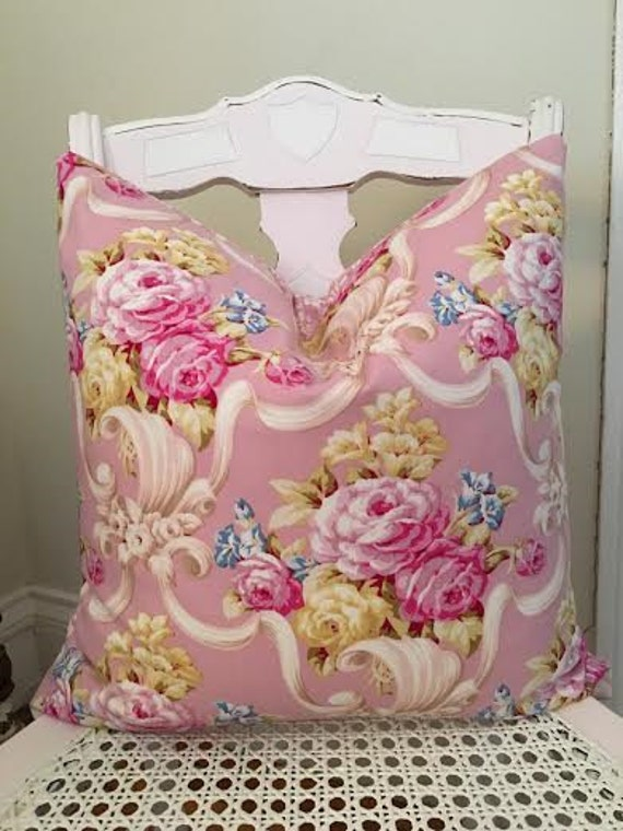 Shabby Chic Pink Decorative Pillows : Items similar to Shabby Chic Pink Roses Romantic Bedroom Decor Decorative Pillow Cover Vintage ...