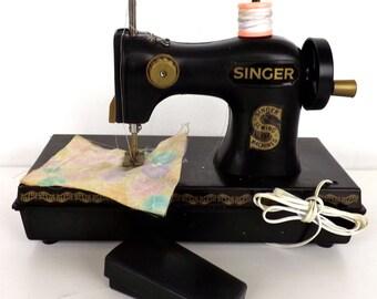 Singer sewing machine toy vintage 70s