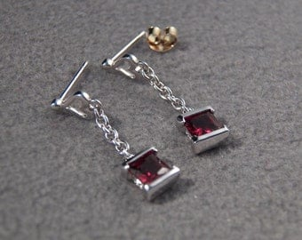 Vintage Sterling Silver Hearts/Squares/Chains Fancy Garnet Post Earrings~~ **RL