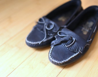 vintage minnetonka navy blue  leather moccasins loafers womens 6 1/2