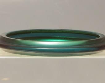 Nice rare vintage ridged carved flying saucer saturn emerald green translucent prystal bakelite bangle bracelet