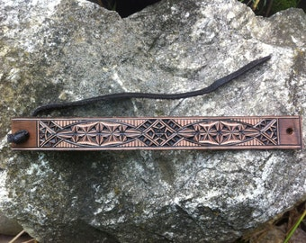 Slim carved leather bracelet