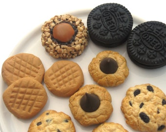 MADE TO ORDER 11 Piece Realistic Cookies Set - Chocolate Chip Peanut Butter Caramel Nut Oreos Oatmeal and More - Gourmet 18 Inch Doll Food